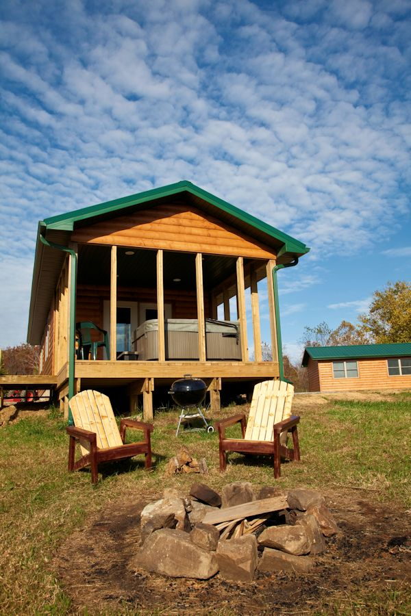 One bedroom hot tub log cabins in the shawnee national forest for Log home decks